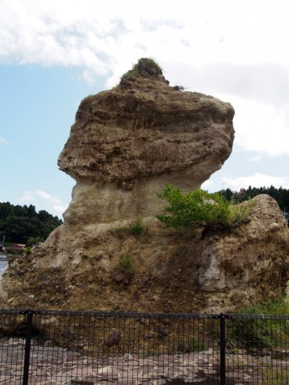 恋路海岸ソフトクリーム岩