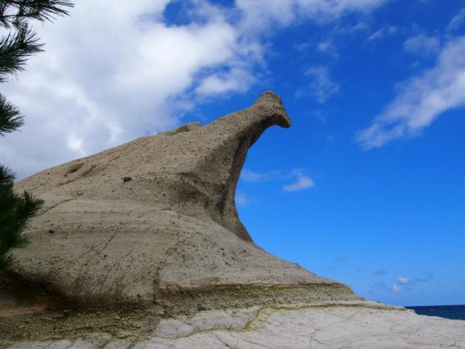 恋路海岸尖った岩