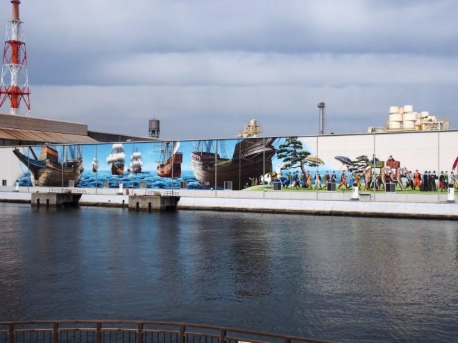 旧堺燈台の向かいの壁画
