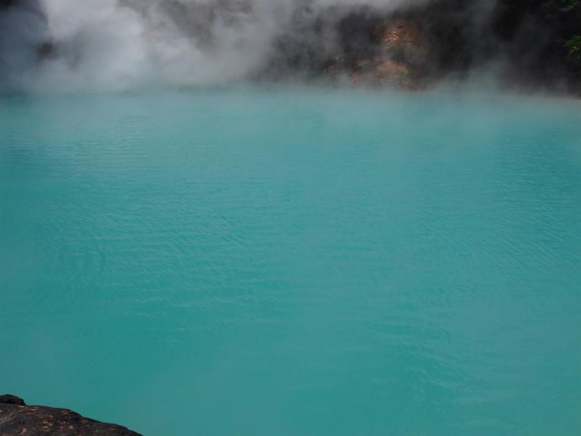別府地獄めぐり 海地獄のきれいな温泉